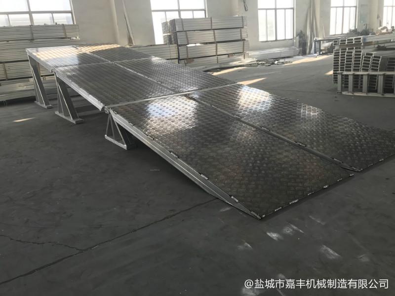 地面手动机械式登车桥图纸